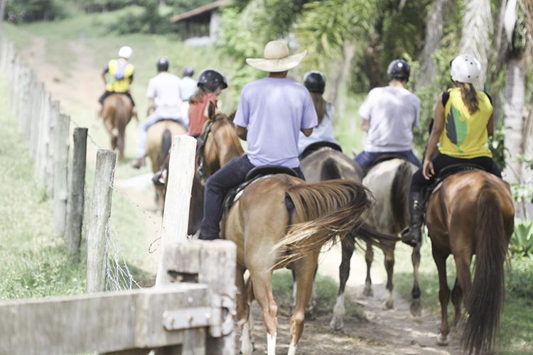 passeio de cavalo na Fazenda Capoava